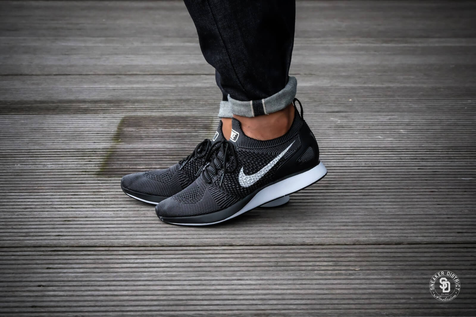 Nike Wmns Air Zoom Mariah Flyknit Racer (Black  Dark Grey  White)