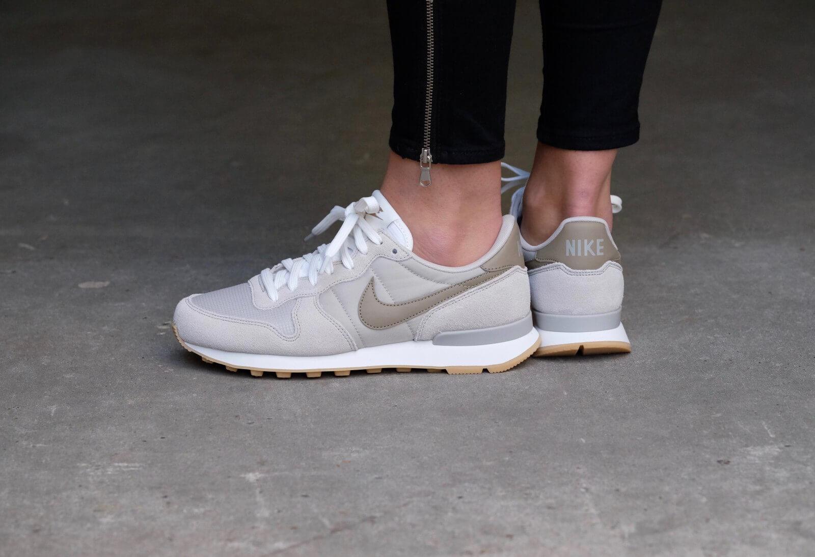 Nike WMNS Internationalist Pale GreyKhaki Summit White 828407 012