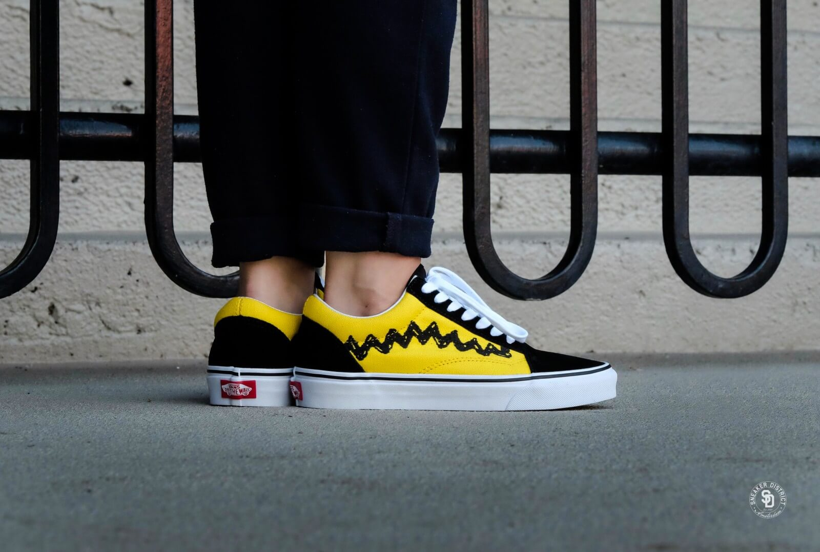 VANS X PEANUTS OLD SKOOL V CHARLIE BROWN Kids