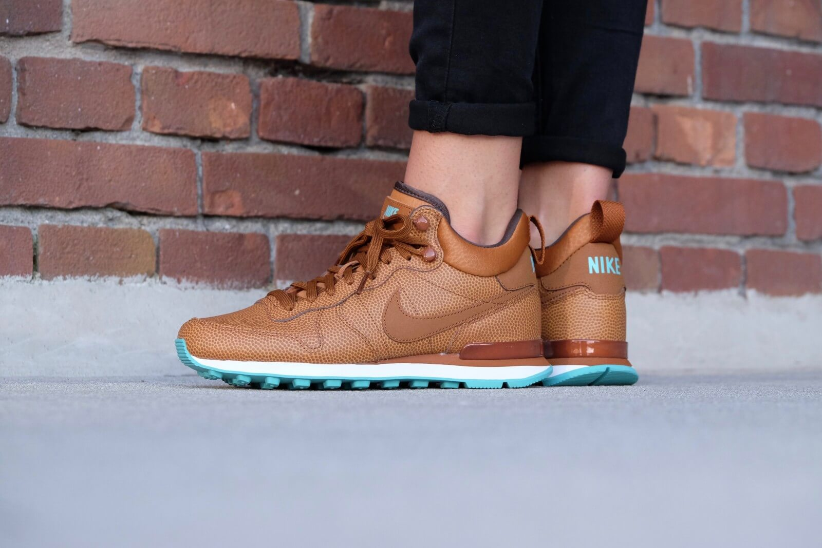 Nike Wmns Internationalist Mid Leather Hazelnut Washed Teal 859549 200