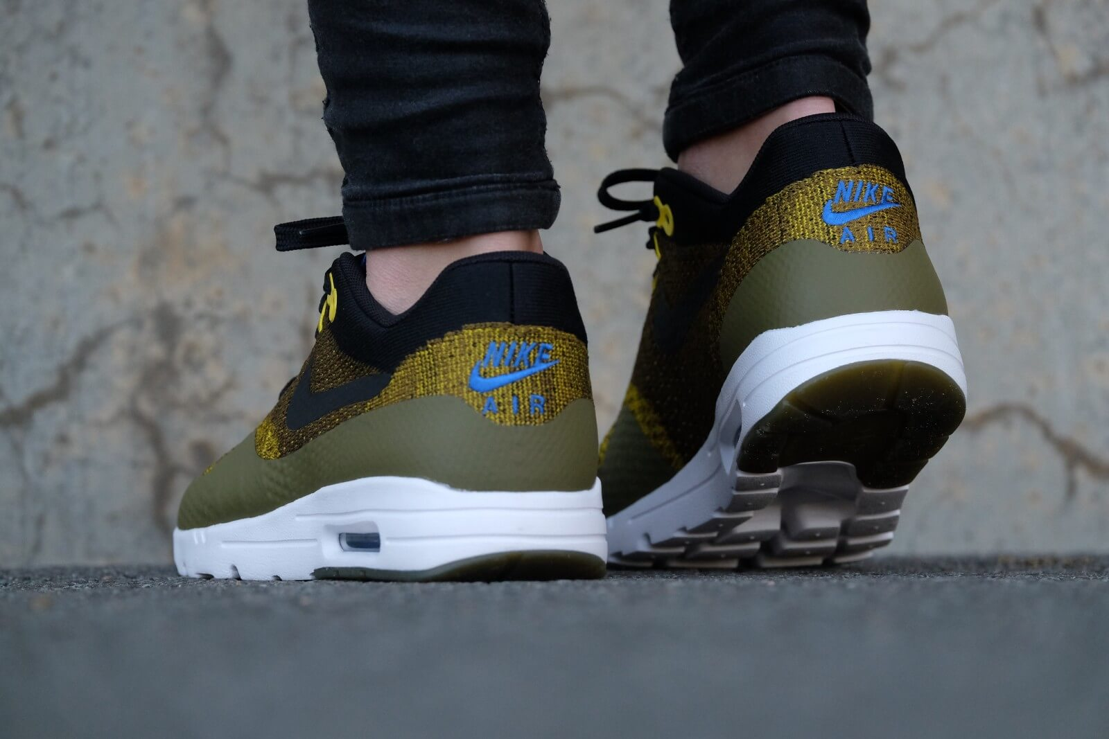 nike wmns air max 1 ultra flyknit olive flak game royal 843387 302. Black Bedroom Furniture Sets. Home Design Ideas