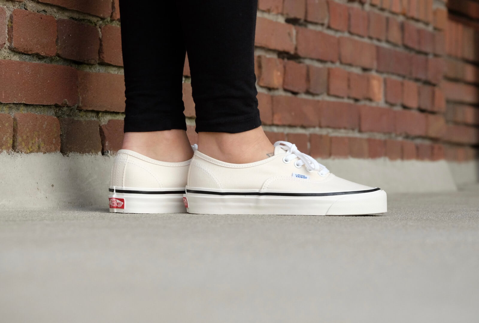 Vans Authentic 44 DX Anaheim Factory Classic White VNOA38ENMR4