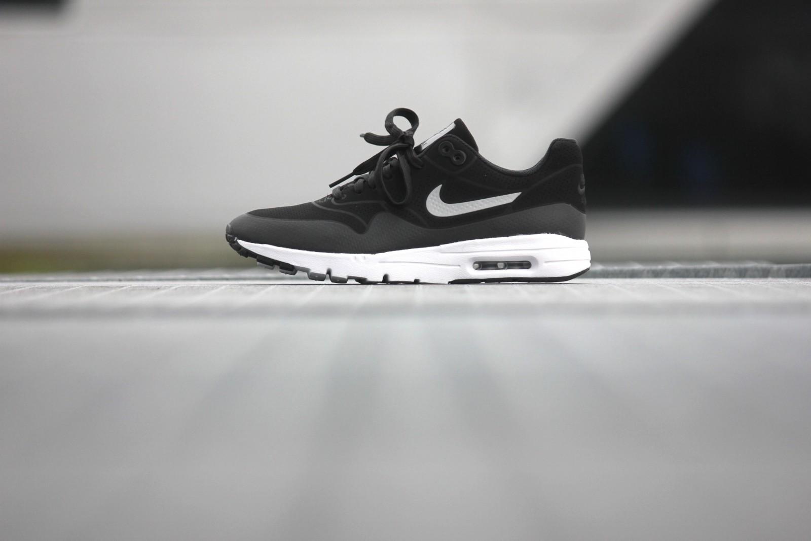 Nike Wmns Air Max 1 Ultra Moire Black Black Metallic Silver White 704995 001