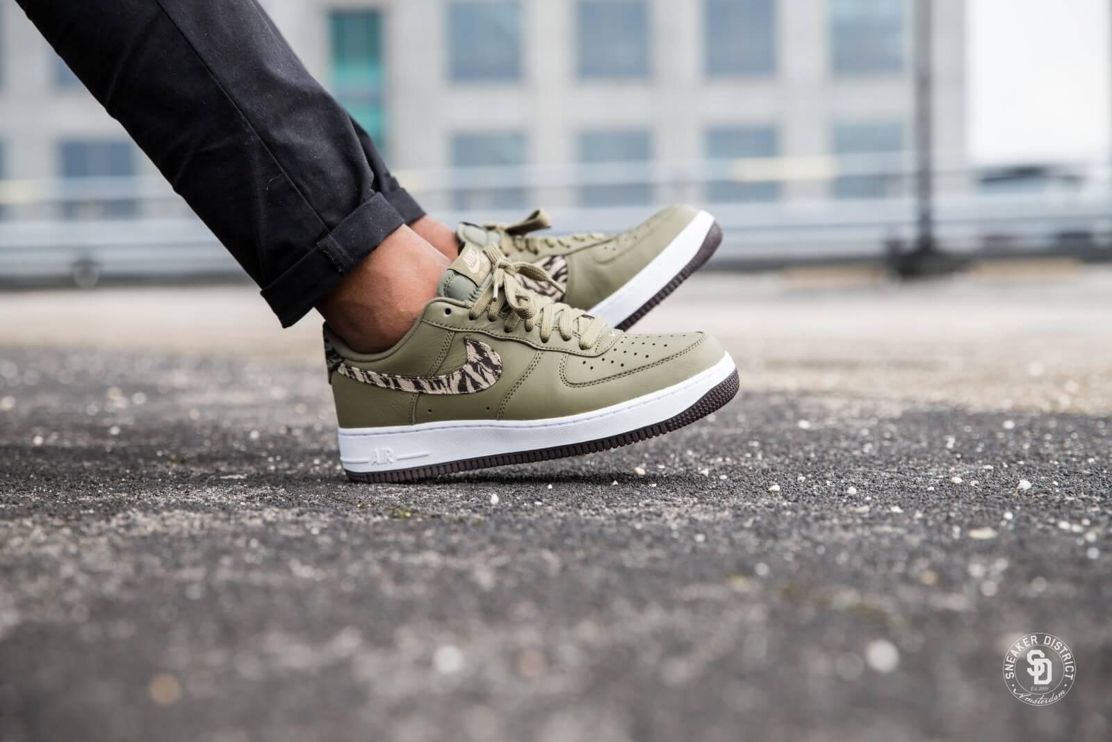 Nike Air Force 1 AOP PRM   Grun   Sneaker   AQ4131 200