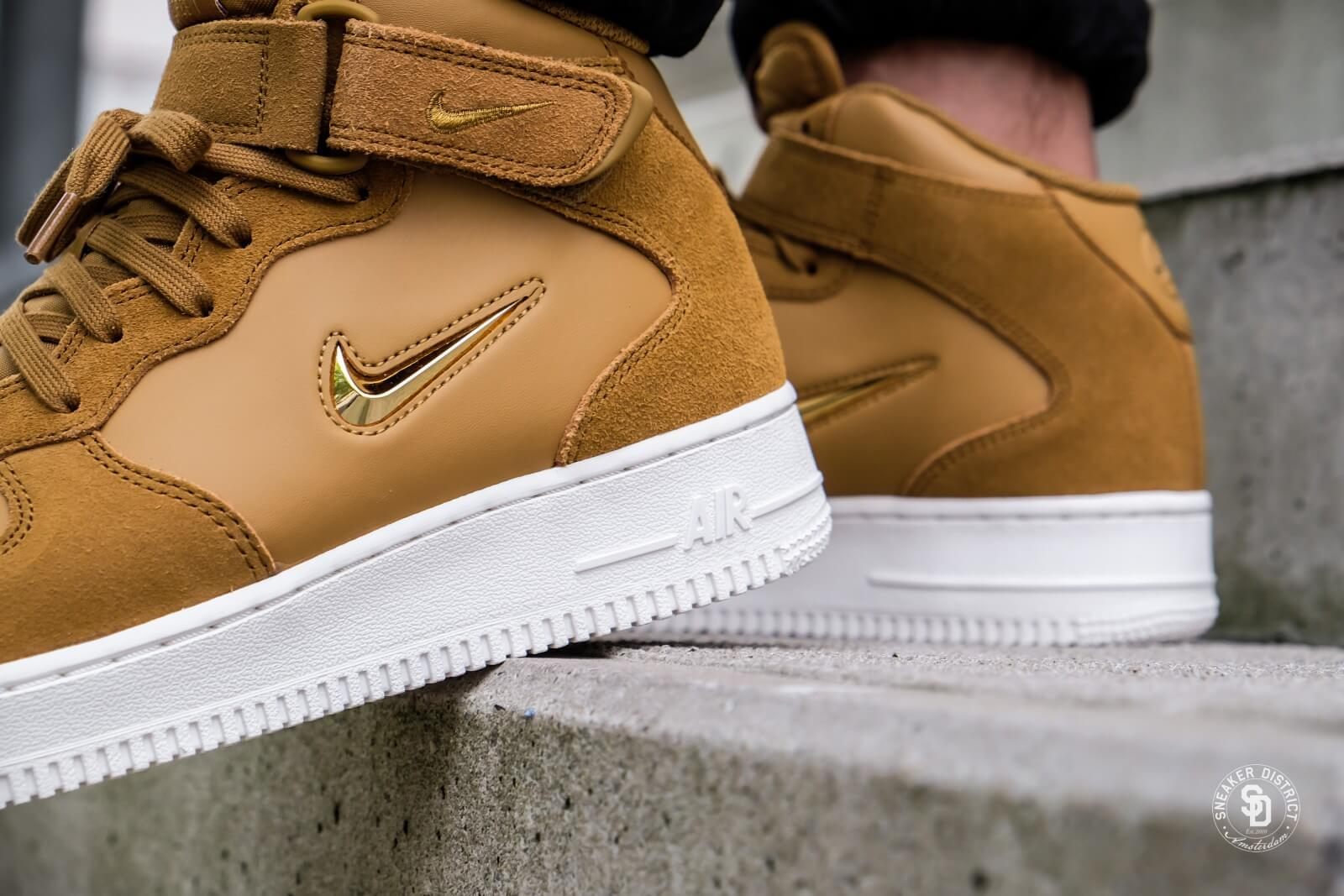 reduced nike air force 1 mid sort metalleic guld dd564 24542