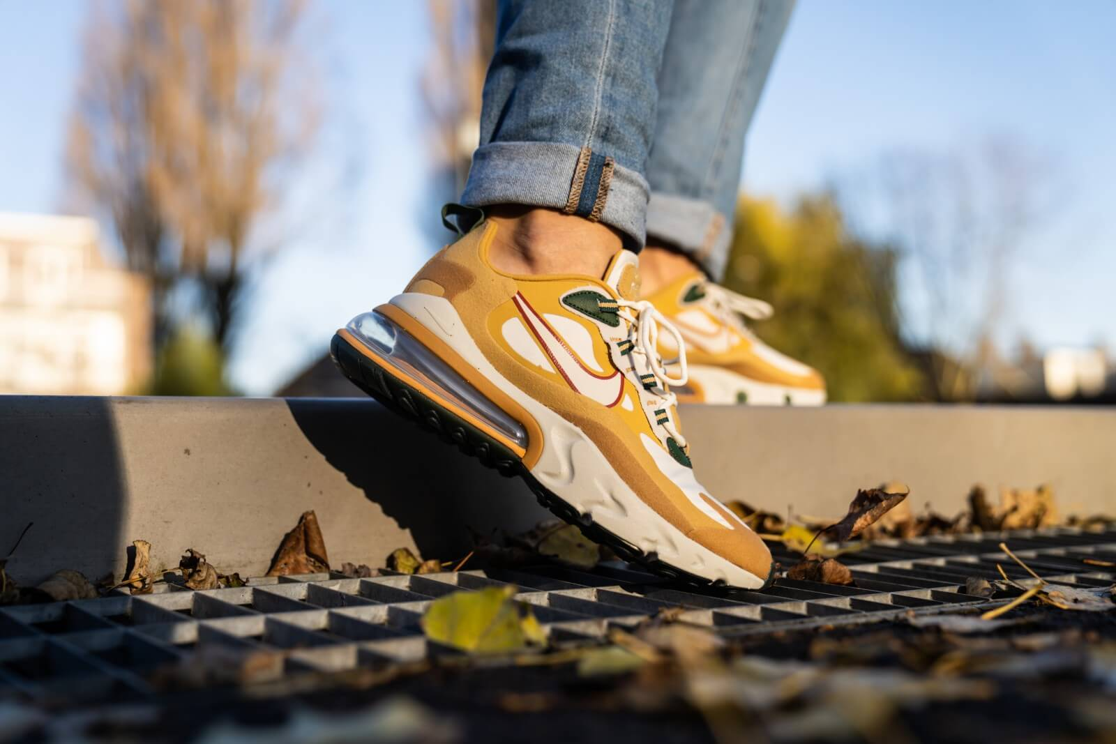 Nike Air Max 270 React Club GoldLight Bone AO4971 700