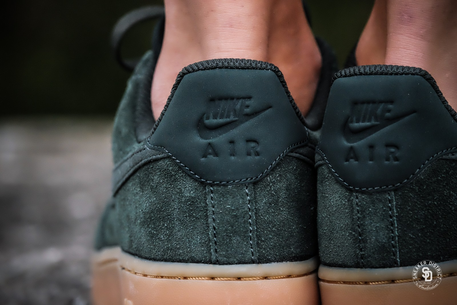 Nike WMNS Air Force 1 07 SE: On-Foot Shots - The Drop Date