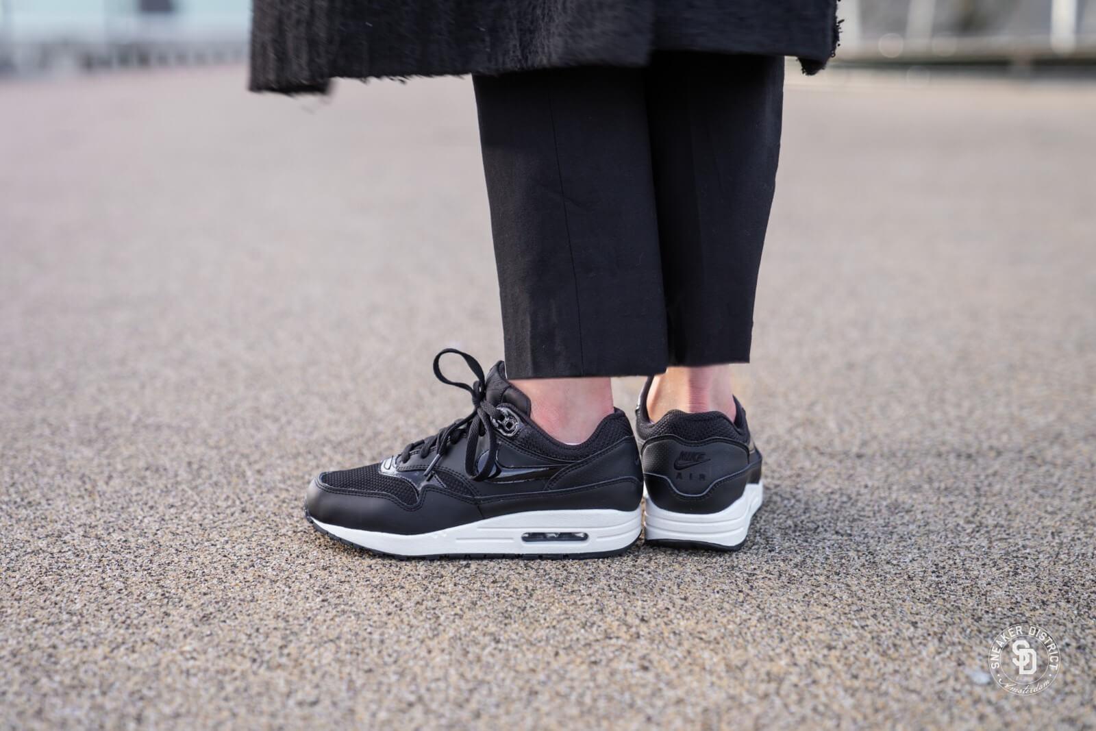 Nike Women's Air Max 1 BlackBlack Summit White