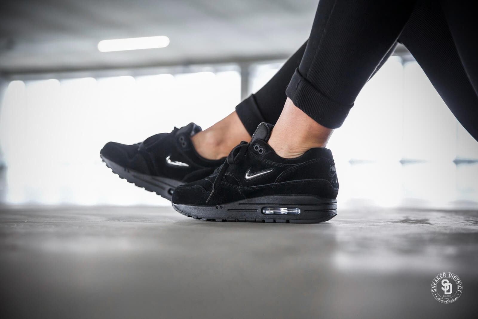 nike women 39 s air max 1 premium sc jewel black metallic silver wolf grey aa0512 001. Black Bedroom Furniture Sets. Home Design Ideas