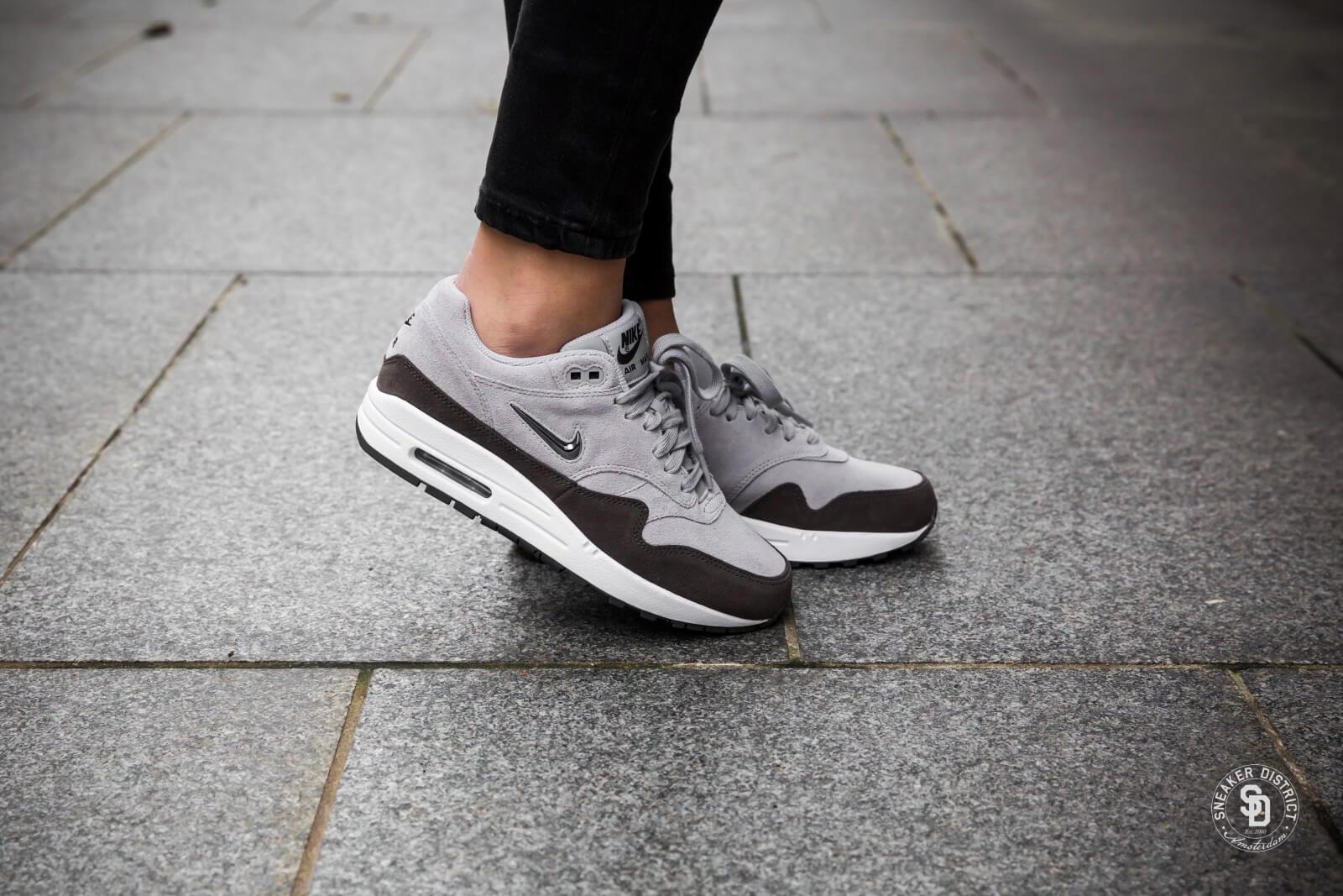 Nike Damen Air Max 1 Premium SC Grau