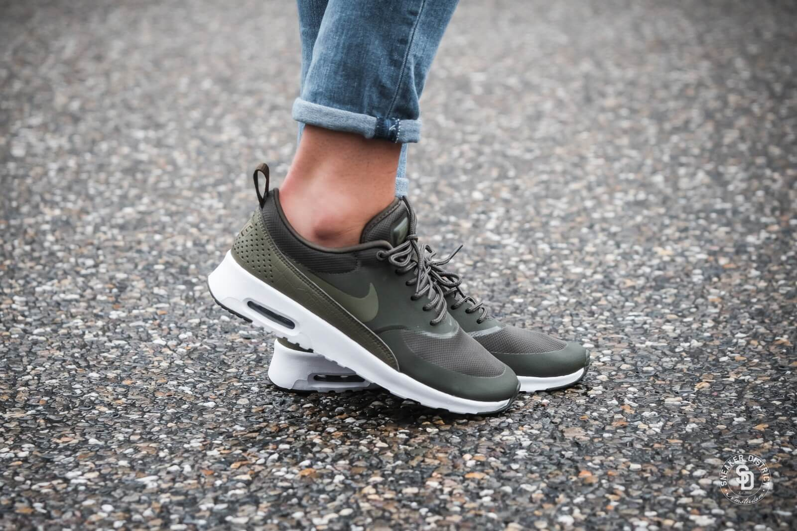 the best attitude 4d67f ba423 ... czech nike womens air max thea cargo khaki medium olive 89daa 9f832