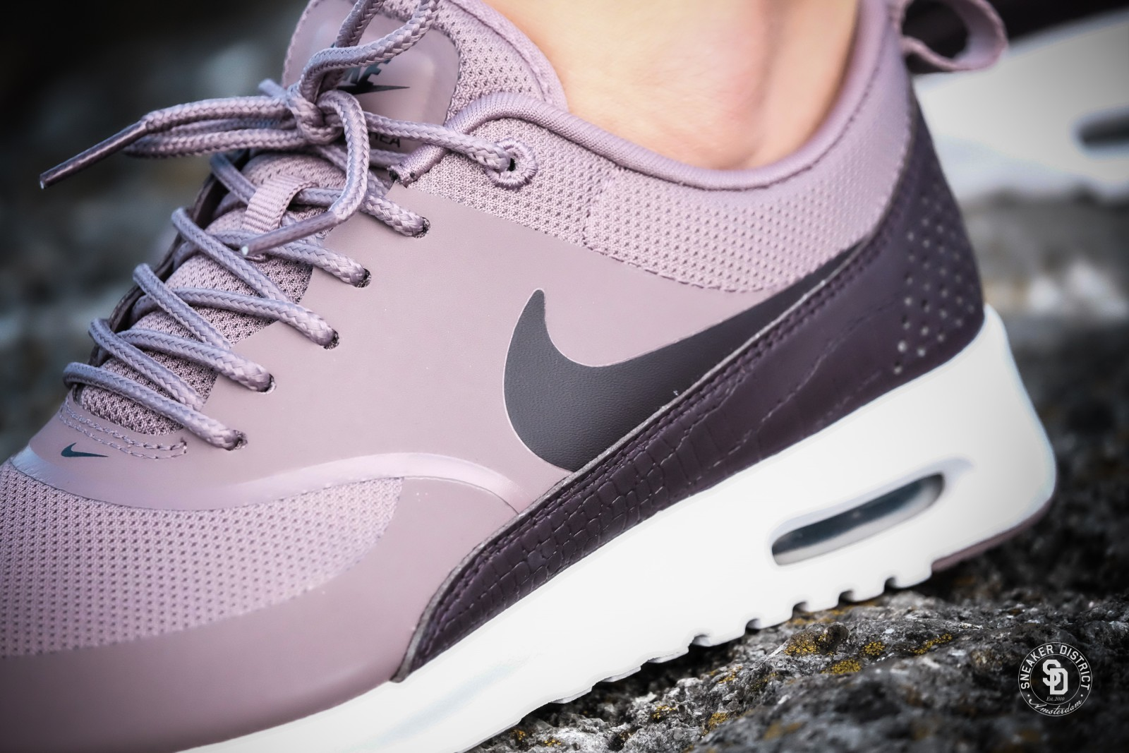 Nike Wmns Air Max Thea taupe grey/port wine-white in Größe 40 / US 8,5