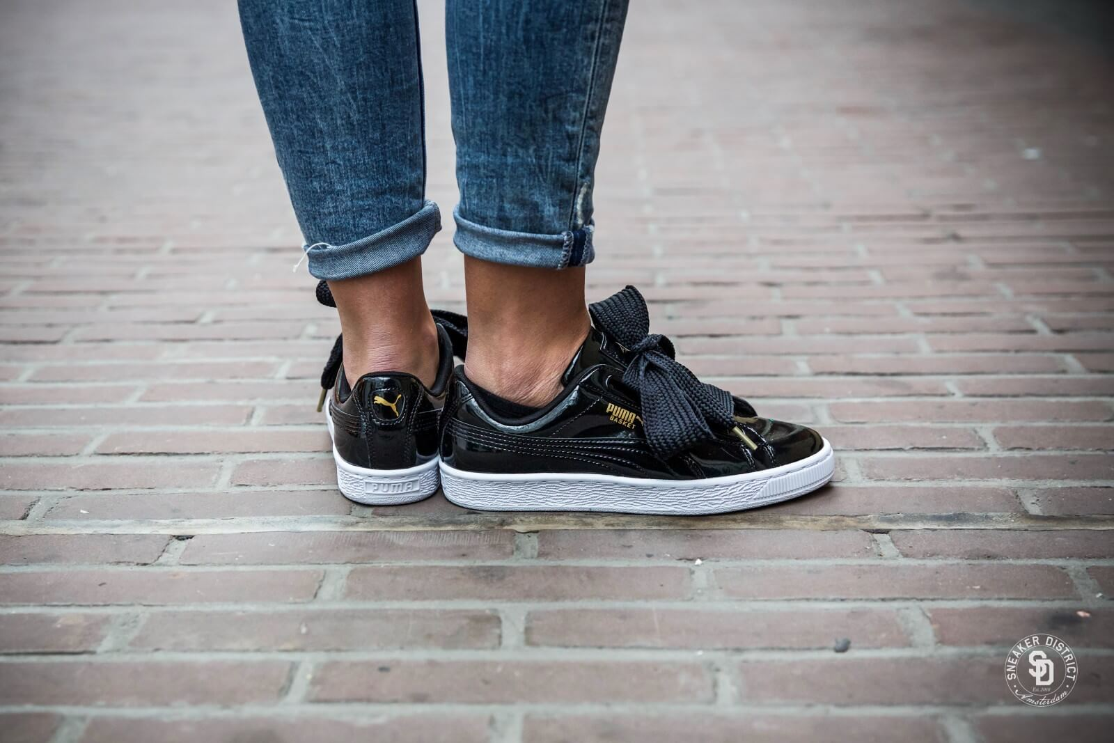 Puma Basket Heart Patent Sneaker für Damen Schwarz