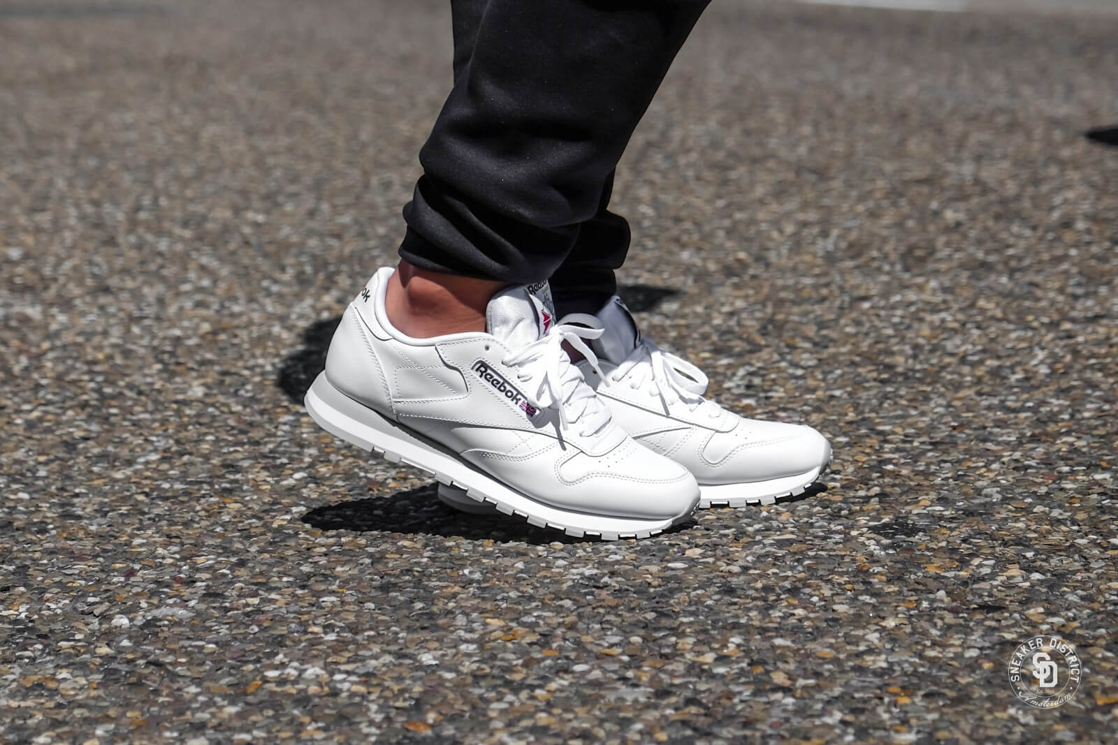 9b1ab49bf3e inexpensive reebok classic leather white grey red ef4f3 51466
