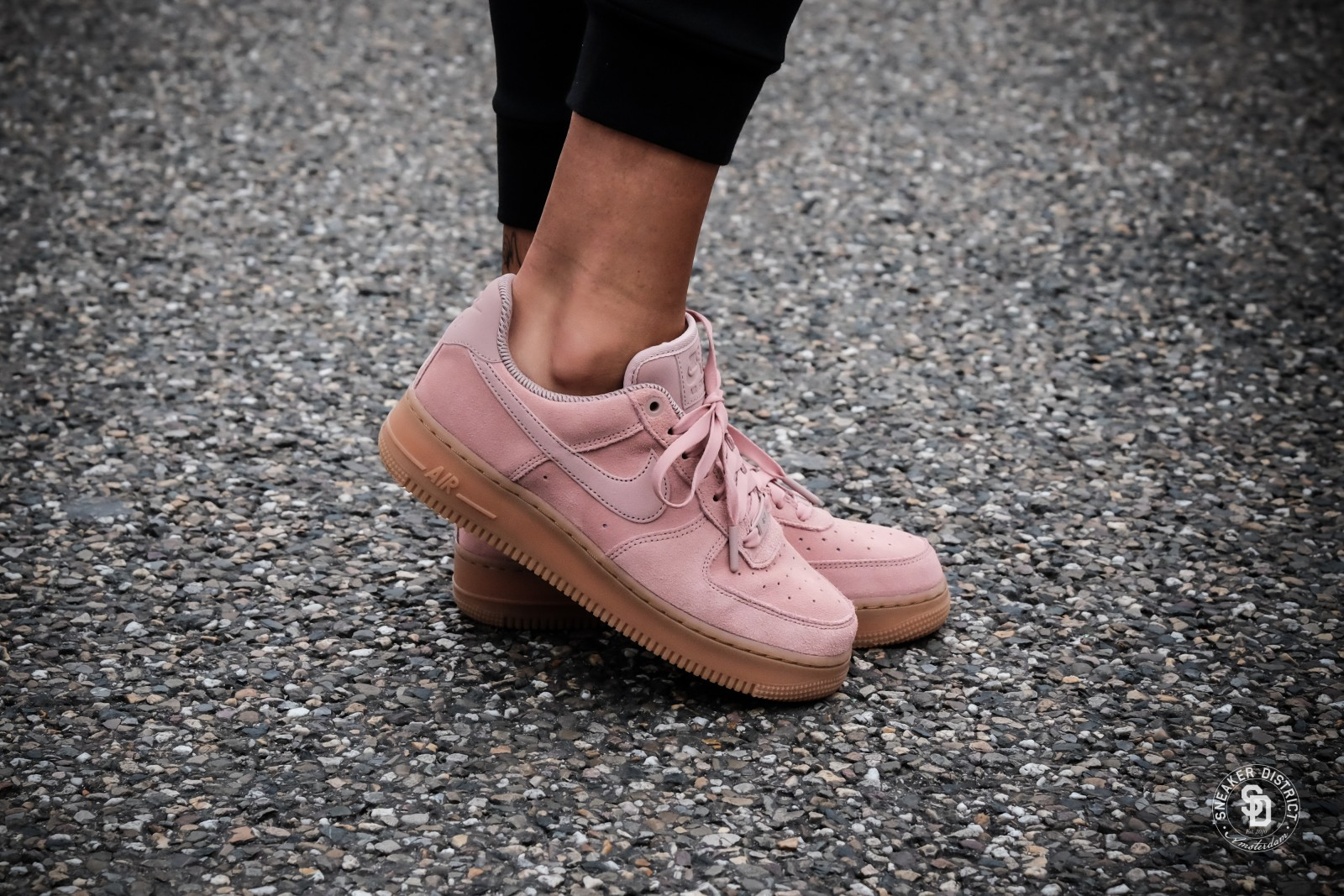 Nike Wmns Air Force 1 '07 SE Particle Pink | AA0287 600