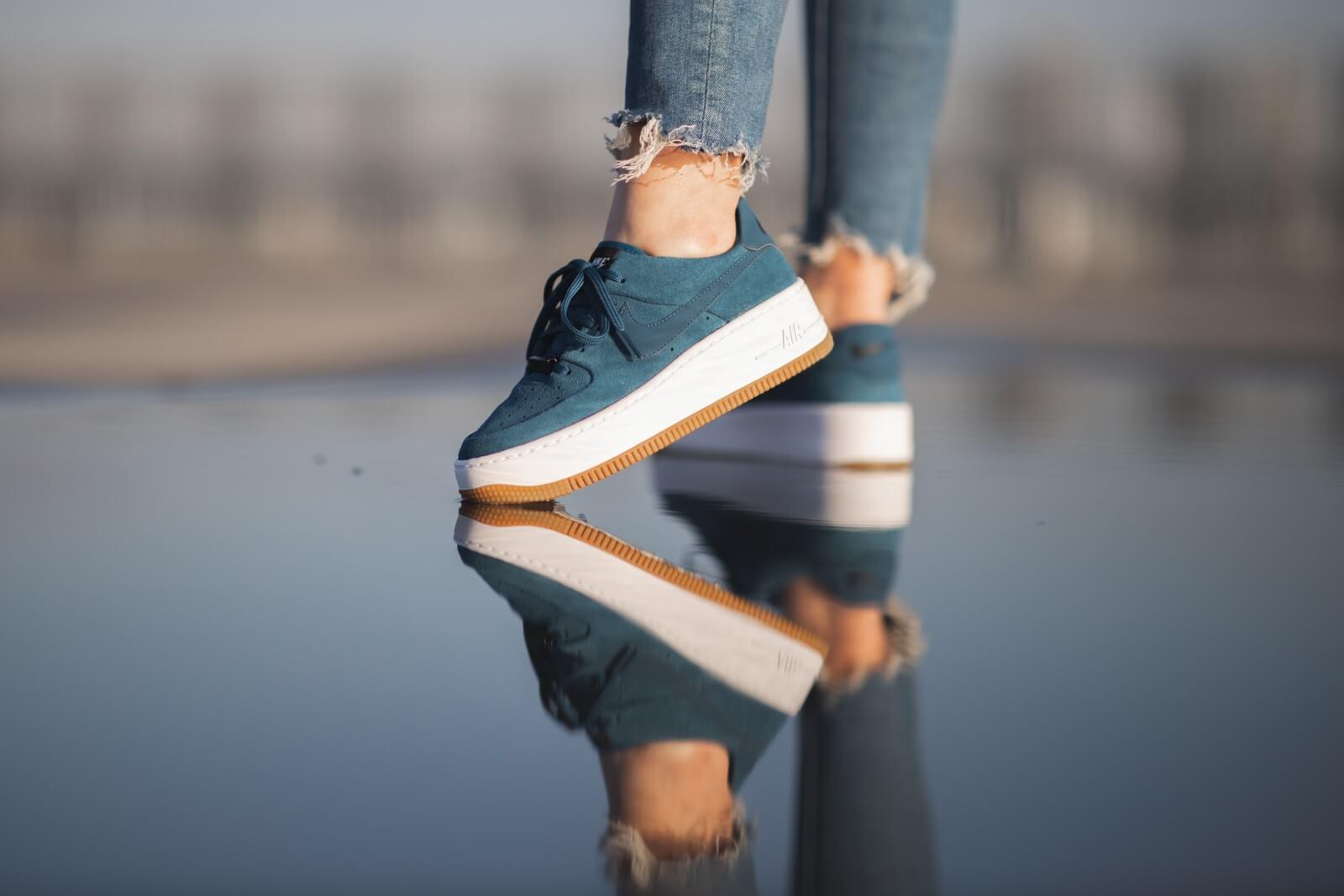 Nike WMNS Air Force 1 Sage Low (olive white) | 43einhalb