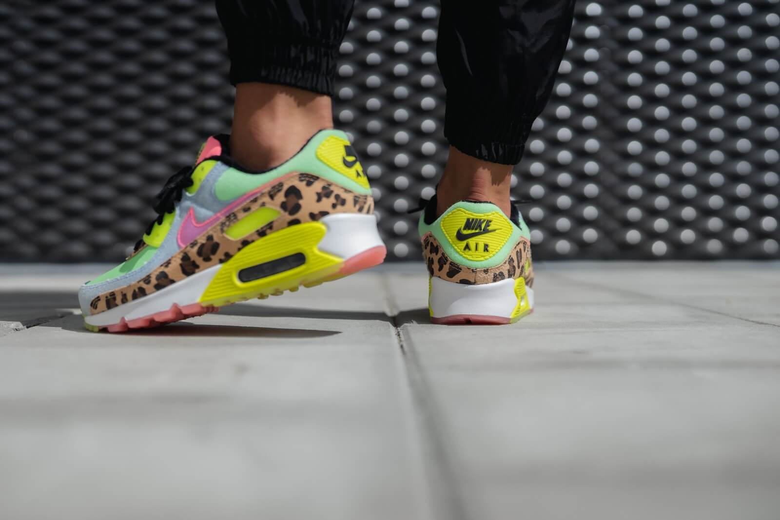 Nike Women's Air Max 90 LX Illusion GreenSunset Pulse