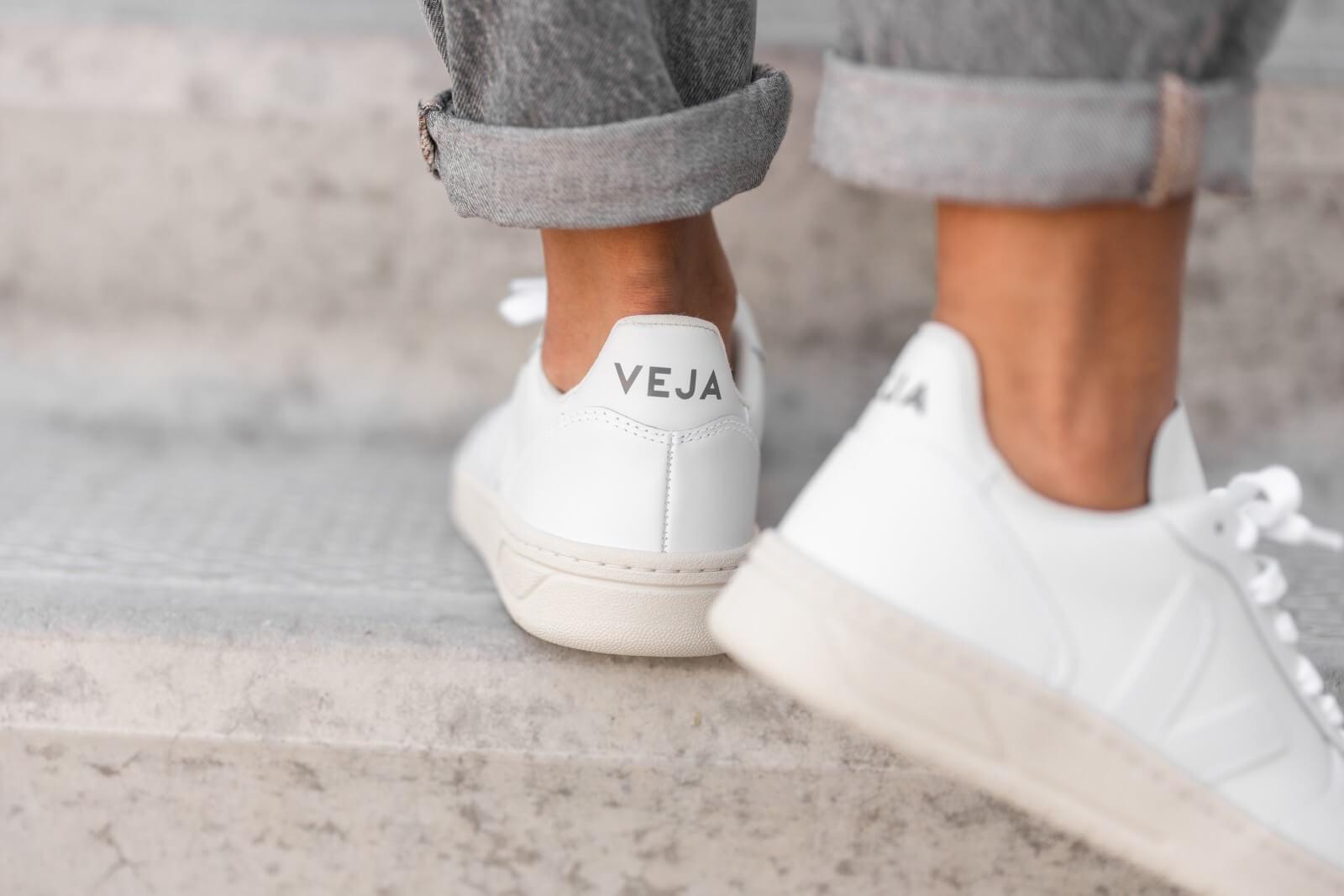 Veja Women's V 10 Leather Extra White